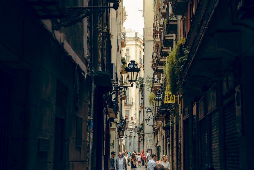 Pictuer of Barcelona alley-way