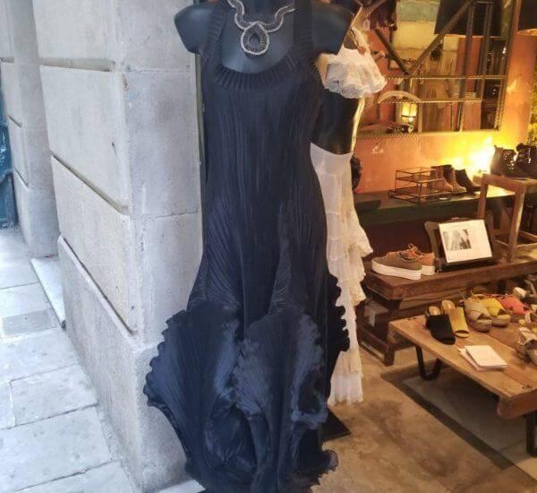 Deja Vu Spain picture of black dress